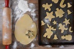 做假日形状的糖屑曲奇饼 库存图片