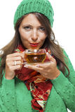 做准备与一个杯子的可爱的妇女热的茶 免版税库存图片