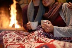 做准备与爱和茶 库存照片