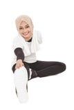 做准备在锻炼前的回教运动的妇女 库存照片