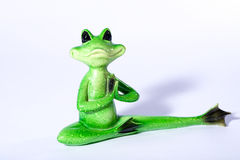 做凝思和舒展他的腿的池蛙形象 库存图片