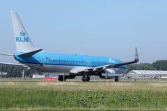 做出租汽车的KLM荷兰皇家航空公司喷气机在斯希普霍尔机场,阿姆斯特丹 库存照片