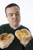 做出选择的肥胖人 免版税图库摄影