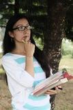 做出重要决定的印地安大学生 库存图片