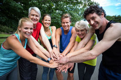 做刺激姿态的马拉松运动员 免版税库存照片