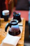 做咖啡的煮浓咖啡器在客栈,酒吧 库存图片