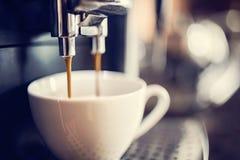 做咖啡 库存照片