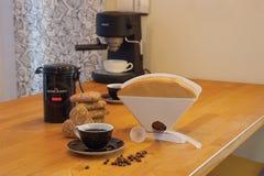 做咖啡 免版税库存图片
