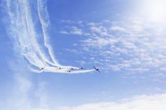 做回旋的特技飞行队在airshow 免版税图库摄影