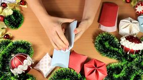 做圣诞节的小礼物盒 股票视频