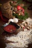 做圣诞节的糖果商` s书桌自创曲奇饼 免版税图库摄影