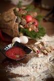 做圣诞节的糖果商` s书桌自创曲奇饼 库存图片