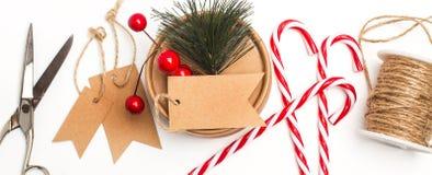 做圣诞节礼物的材料 免版税库存照片