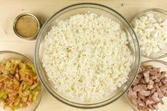做在一个透明碗的简单的米沙拉 免版税图库摄影