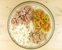 做在一个透明碗的简单的米沙拉 库存图片