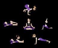 做在体育衣裳的女孩瑜伽执行asanas是一健康愉快成功的 免版税库存图片