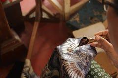 做在印度尼西亚的蜡染布 图库摄影