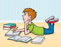 做在地板上的孩子家庭作业 免版税库存照片