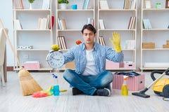 做在家清洗的人 图库摄影
