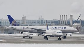 做在慕尼黑机场, MUC的联航出租汽车 影视素材