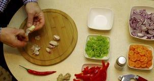 做在时间间隔-蔬菜餐准备的食物 影视素材