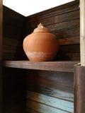 做在泰国的传统泥罐由专业黏土 免版税库存照片