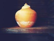 做在泰国的传统泥罐由专业黏土 免版税库存图片