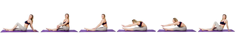 做在白色的年轻女性锻炼 库存图片