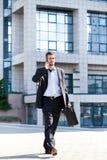 做在移动电话的成功的人生意 免版税库存照片