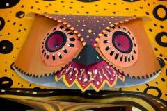 做在纸的五颜六色的猫头鹰面具 免版税库存图片