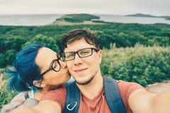 做在自然的夫妇selfie 库存图片