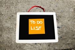 做在黑板写的名单概念性 库存图片