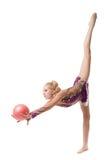 做垂直分裂的美丽的女性体操运动员 库存图片