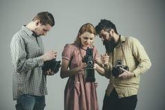 做好射击的完美的日子 小组有减速火箭的照相机的摄影师 无固定职业的摄影师或摄影记者与 图库摄影