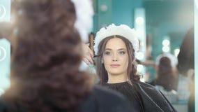 做婚礼发型的专业发式专家 股票录像