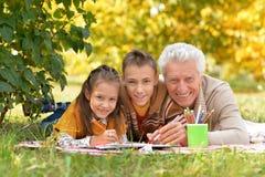 做家庭作业的孩子和祖父 免版税库存照片