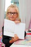 做家庭作业的年轻女小学生 免版税库存照片