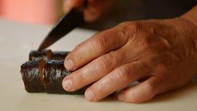 做寿司的人的手 股票视频