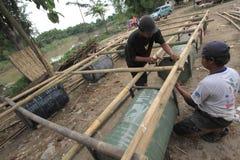 做小船由竹子和鼓 免版税图库摄影