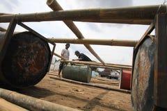 做小船由竹子和鼓 免版税库存图片