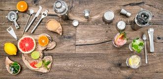 做工具Mojito堪蓓莉开胃酒aperol的果汁饮料鸡尾酒 库存照片