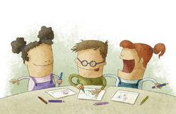 做工艺的教室的小孩 免版税库存照片