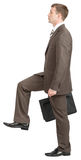 做带着手提箱的商人大步 免版税图库摄影
