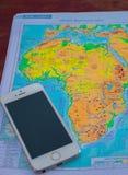 做广告的手机和区域地图 免版税库存照片
