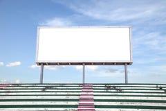 做广告的空的白色数字式广告牌屏幕在体育场内 免版税库存图片