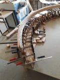 做弯曲的扶手栏杆,一部螺旋形楼梯的 库存图片
