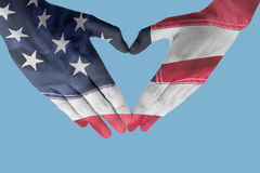 做心脏形状用手的妇女的综合图象 免版税库存照片