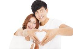 做心脏形状的夫妇用人工 免版税库存图片