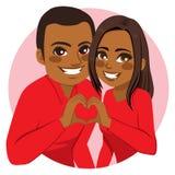 做心脏标志的夫妇 库存图片