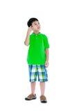 做想法的表示的可爱的七岁的男孩 被隔绝的o 免版税库存图片